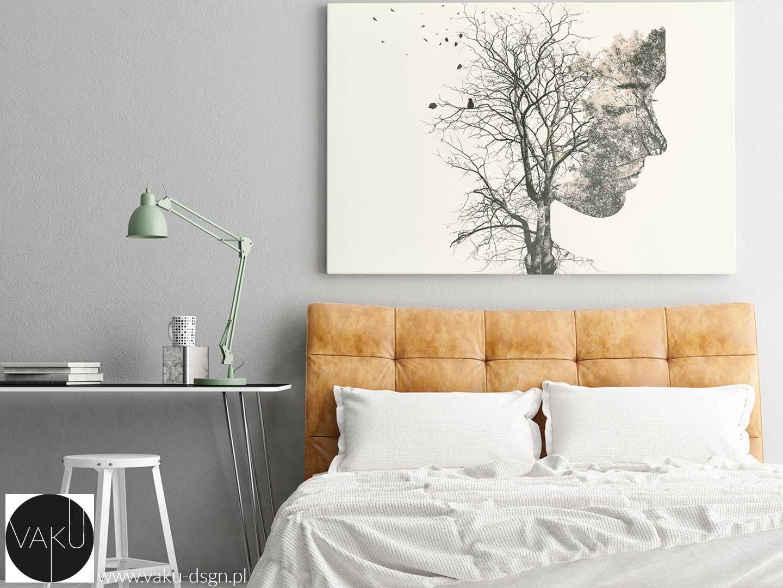 obraz z kobietą i drzewem na beżowym tle - Vanilla Custard - propozycja instytutu Pantone na sezon jesień-zima 2019/2020