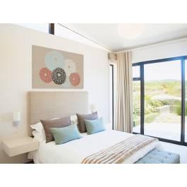Złociste chryzantemy - nowoczesny obraz do sypialni - 120x80 cm